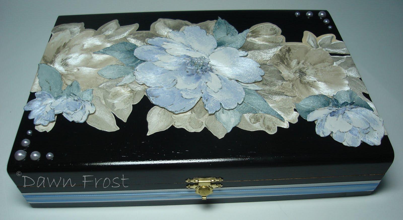 http://4.bp.blogspot.com/_6LffWV_J498/THPUl60__5I/AAAAAAAAA1w/QBv5hxezyYs/s1600/flowered+cigar+box.jpg