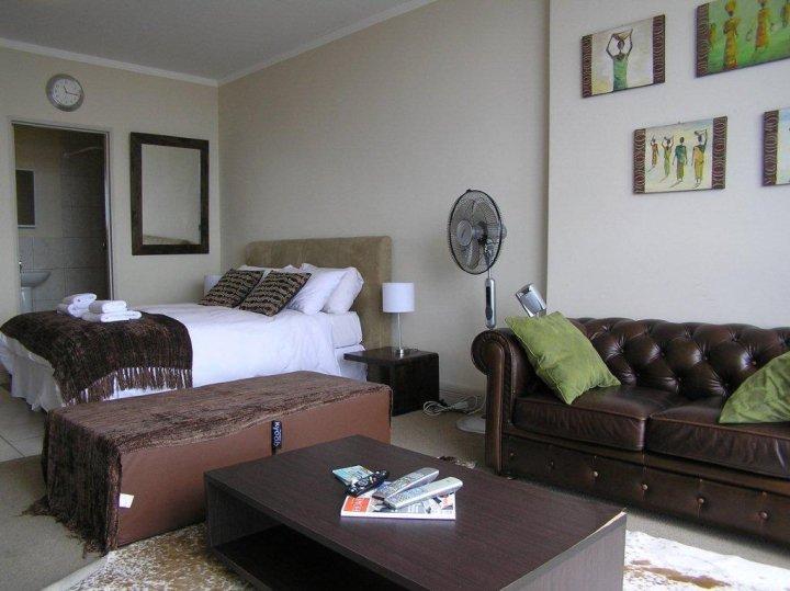 Programa tv dise o ambientar espacios reducidos for Acomodar muebles en espacios pequenos