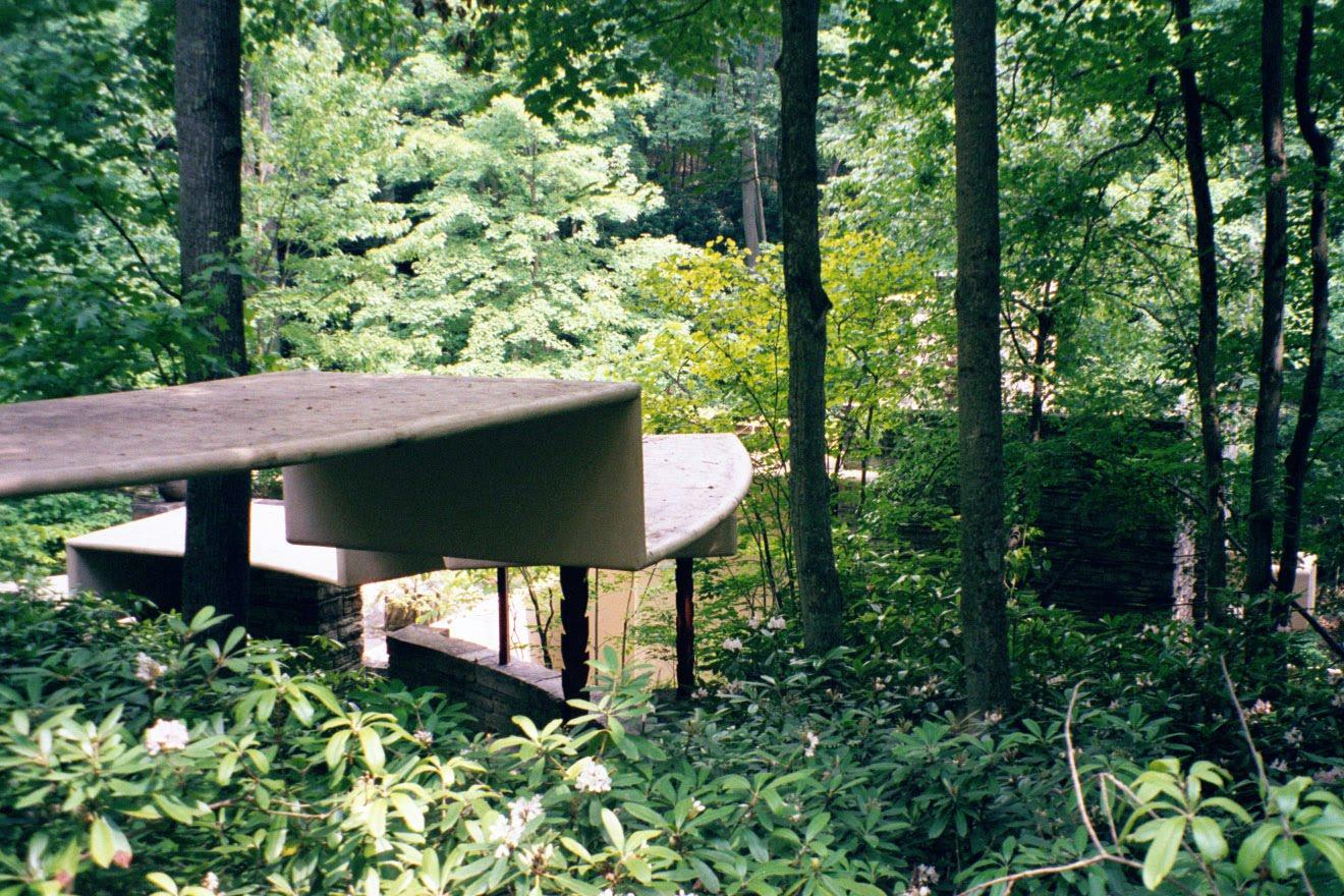 Solitary dog sculptor i architecture frank lloyd wright - La maison sur la cascade ...