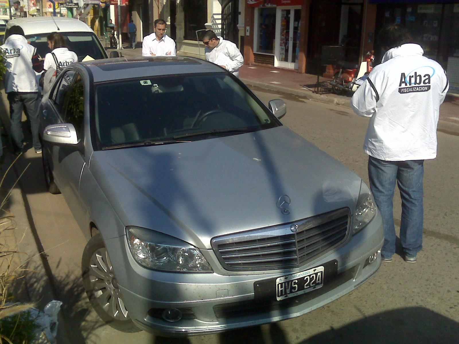 Arba retuvo un mercedes benz con una deuda de 8 mil pesos for Mercedes benz san pedro