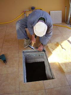 awesome trappe acces vide sanitaire 12 15 octobre 08. Black Bedroom Furniture Sets. Home Design Ideas