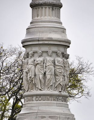 Yorktown Victory Monument, Yorktown, VA - One country, one constitution, one destiny.
