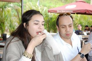 Manohara Odelia Pinot Sedang Makan