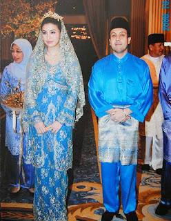 Manohara dan Fakhri tampak bahagia di pesta pernikahannya setahun silam di Malaysia
