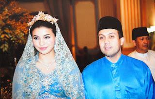 Manohara bersama Fakhri di pesta pernikahannya yang megah dan meriah. Foto-foto ini diambil dari dokumentasi nenek kandung Manohara Odelia Pinot, Nurul Achmad (64) di rumahnya, Jl Bajiminasa, Makassar, Sulawesi Selatan, Sabtu (25/4/2009)