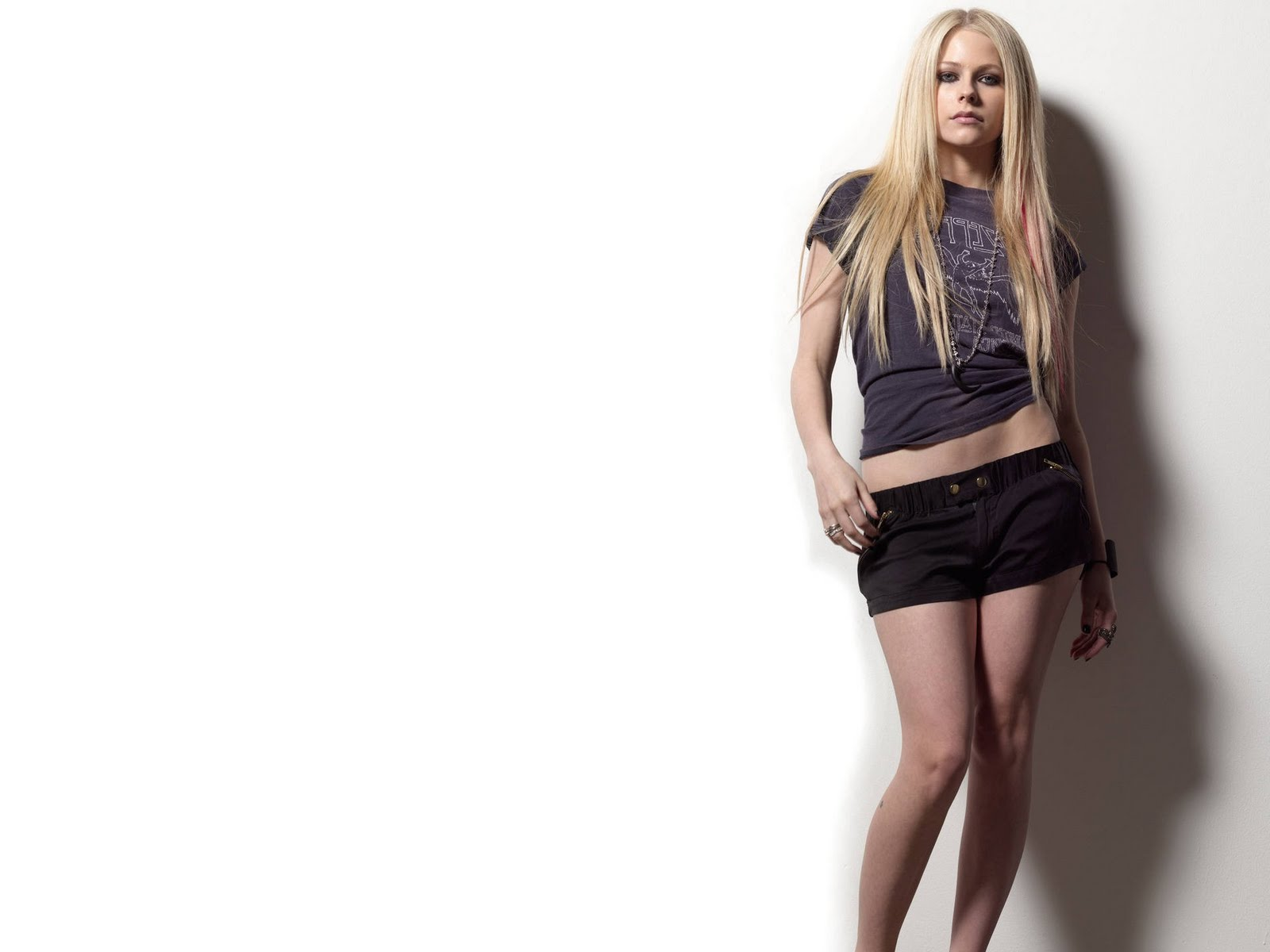http://4.bp.blogspot.com/_6QURoNy4-5k/S-RssYIYHlI/AAAAAAAAE2U/ZAD1hA8dIAw/s1600/11-Avril+Lavigne.jpg
