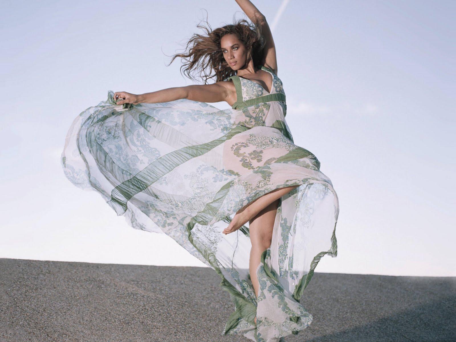 http://4.bp.blogspot.com/_6QURoNy4-5k/TOrNYoQZ4nI/AAAAAAAAIkg/QyiNwYgIR1c/s1600/Leona-Lewis.jpg