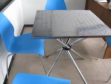 Mesas en acero con 4 sillas
