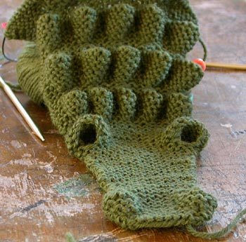 Free Knitting Pattern For Alligator Scarf : The Crocophiles: Knitted alligator scarf