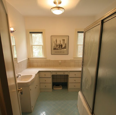 Beige bathroom before The Sunset Team/La Kaza Design's remodeling