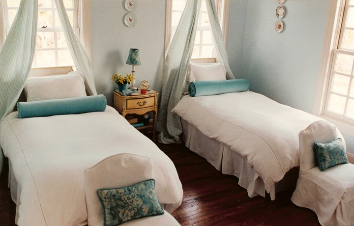 Guest room decorating ideas finishing touch interiors for Guest bedroom ideas