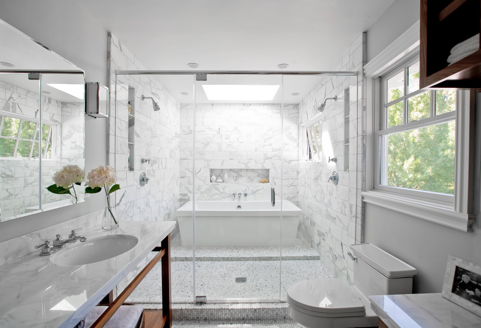 The granite gurus carrara marble bathroom for Salle de bain duravit