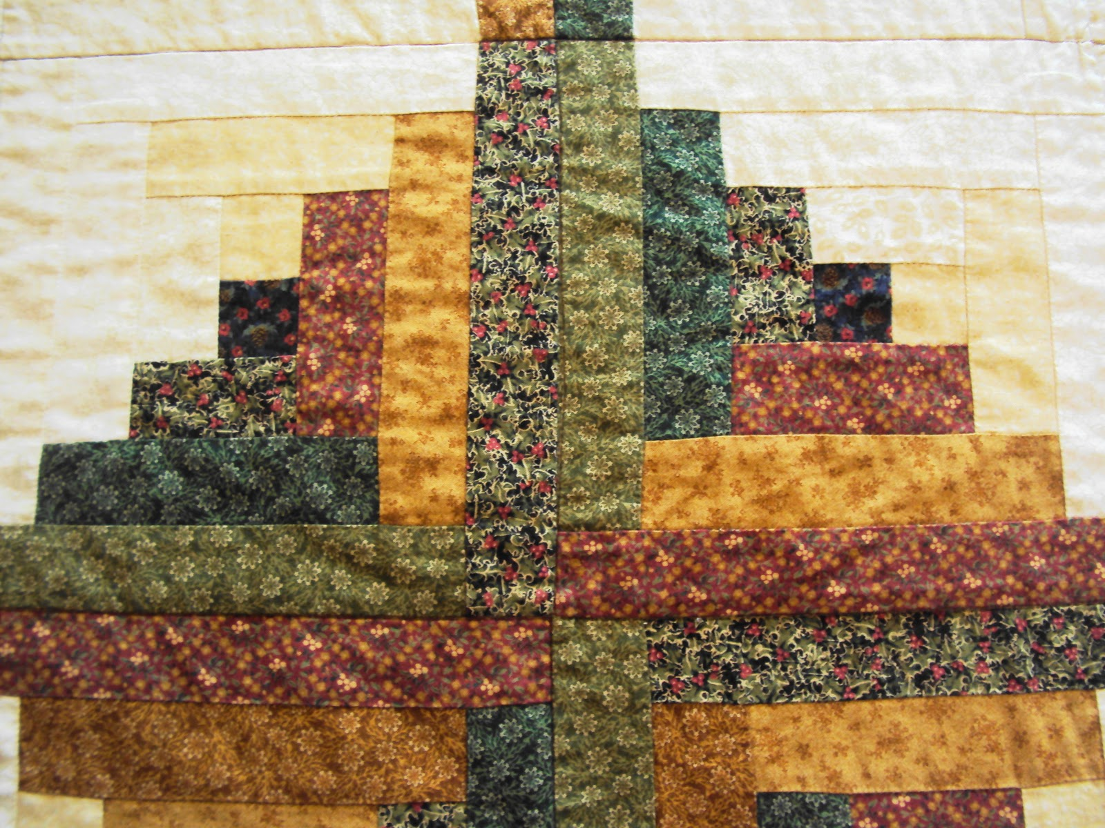 Patchwork Da Suzy: Colcha De Log Cabin. Full resolution  image, nominally Width 1600 Height 1200 pixels, image with #AE7D1D.