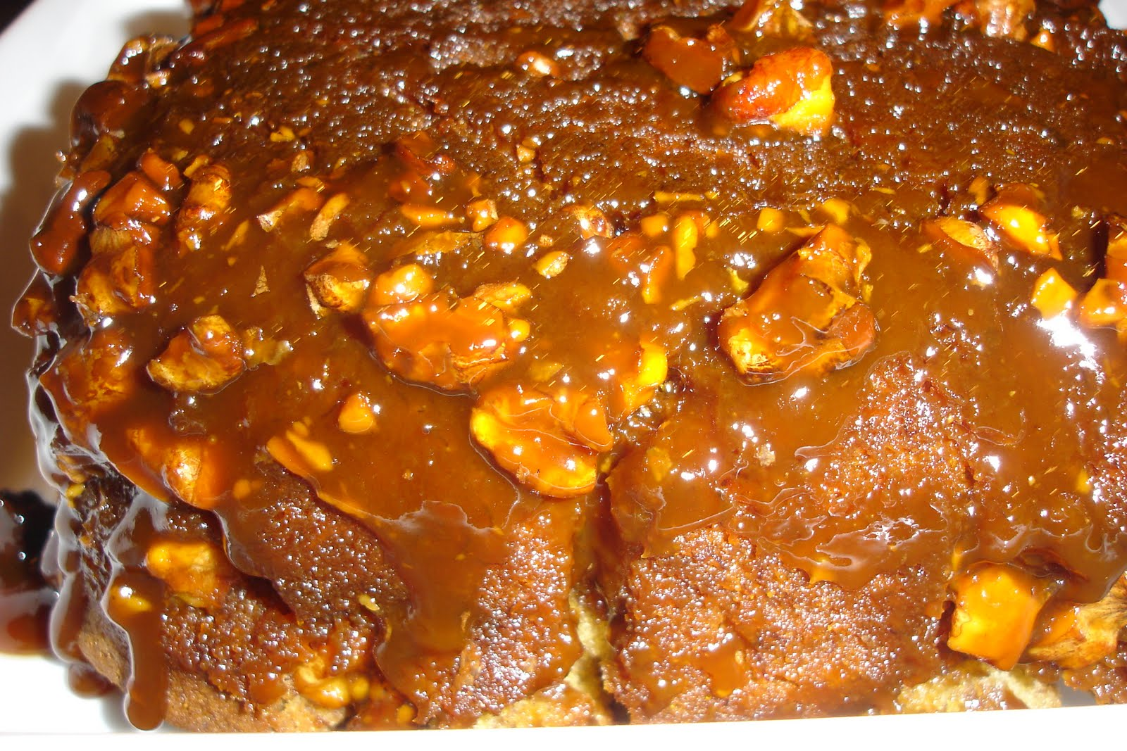 Yummilicious - The Food Blog: Caramel Walnut Upside-Down Banana Cake