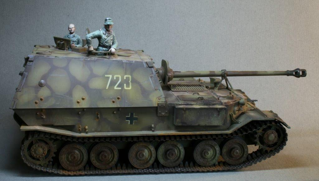 STUDIO 2241: Pz38t and Elephant tank