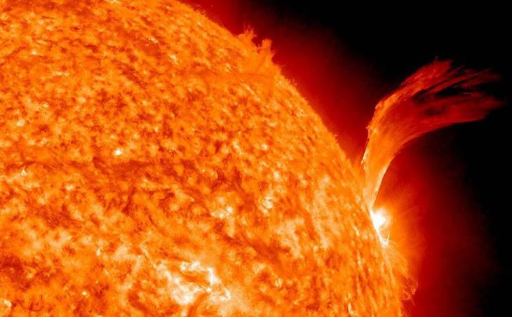 Erupção de plasma Solar