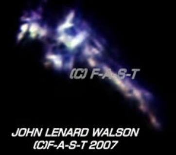 John Lenard Walson a filmer des objets énormes dans l'espace 11