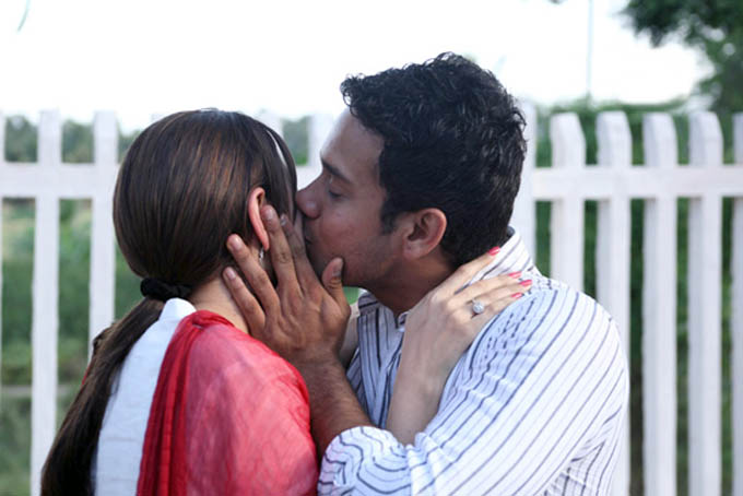 kollywood-tamil-thamizh-film-movie-kanden-kadhalai-rediff-review-kiss-smooching-scene