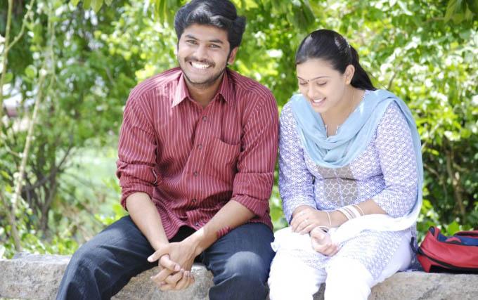 [payanangal-thodarum-movie-Chandrahaasan-Swetha-01.jpg]