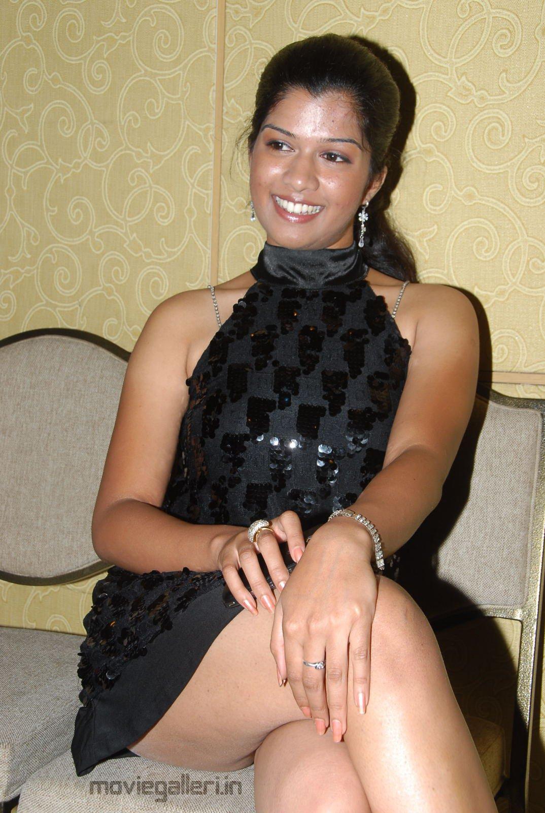 http://4.bp.blogspot.com/_6Vr9b9OoZno/TODiwbKbVSI/AAAAAAAAEBA/U82bgExFaGA/s1600/actress_nakshatra_hot_photo_shoot_stills_01.JPG
