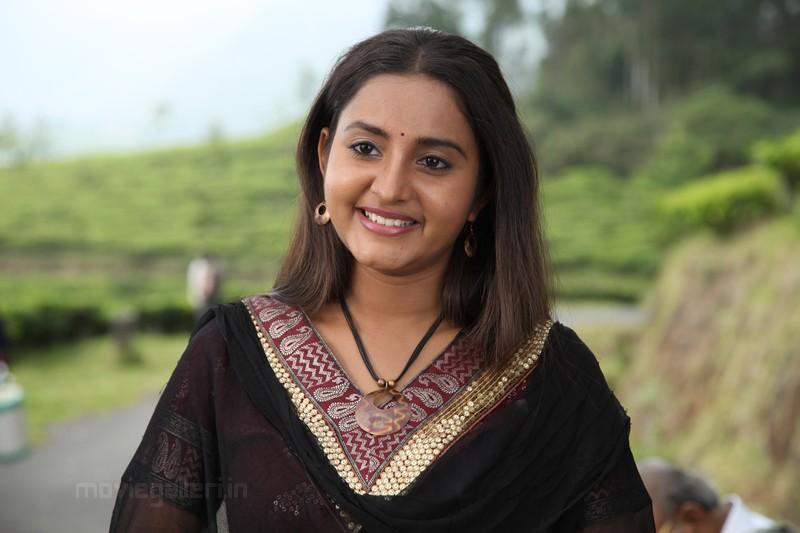 bhama malayalam actress hot stills, bhama malayalam actress hot pics ...
