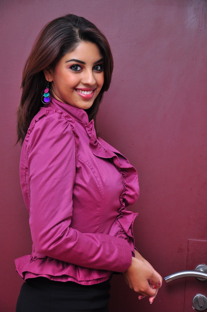 Kollywoodmania richa gangopadhyay hot photo gallery - Photo jambe femme ...
