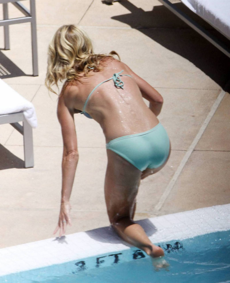 Kelly Ripa S Perfect Bikini Bum
