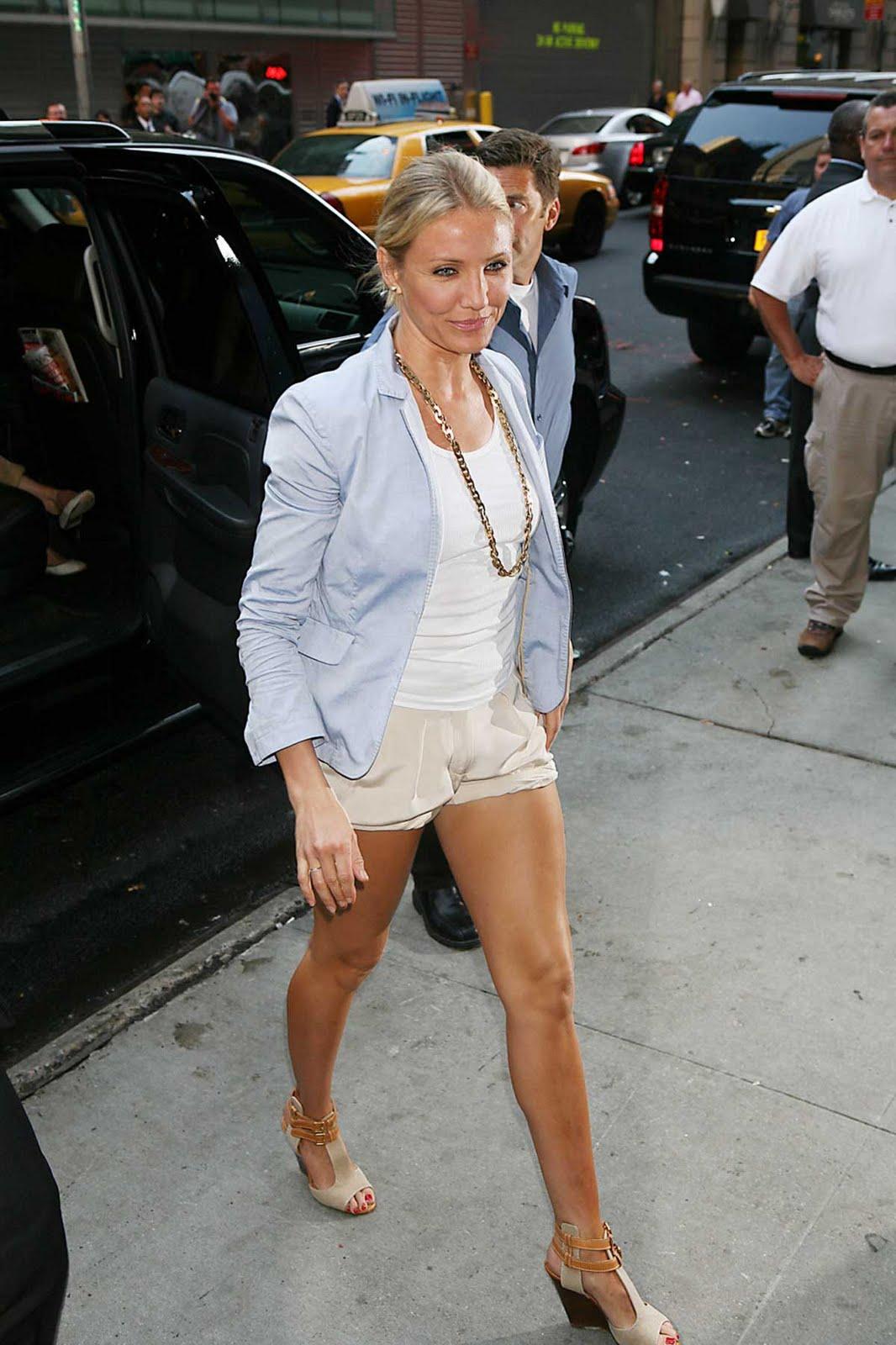 http://4.bp.blogspot.com/_6WjpEjfw51o/TCKF07ZE5tI/AAAAAAAAF3M/2LOHxFtpHPo/s1600/cameron_diaz_shorts_3.jpg