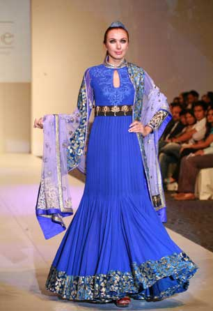 http://4.bp.blogspot.com/_6XLbxR5X8mQ/Sw_PatToJVI/AAAAAAAAAEw/qObmcVeq_PY/s1600/Stylish_Blue_Islamic_Wedding_Dress.jpg