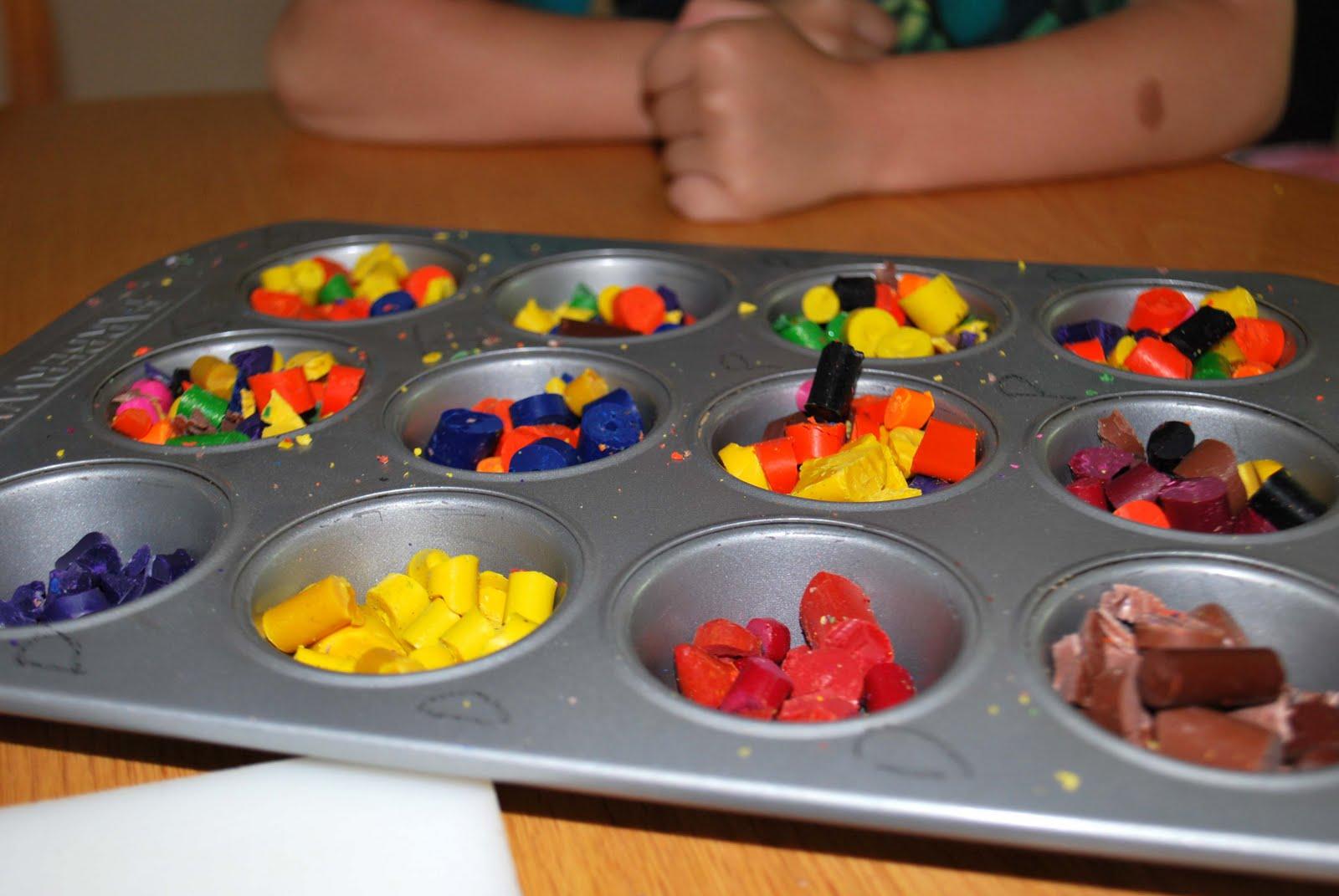 a crafty mom 39 s blog home made crayon muffins. Black Bedroom Furniture Sets. Home Design Ideas
