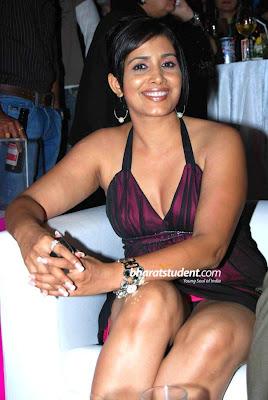 INDIAN-ACTRESS-SONALI KULAKARNI UPSKIRT PICS