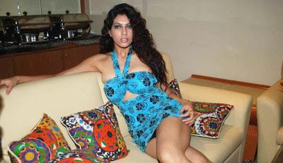 masala-bollywood-heroine-priya-soni+upskirt+pics