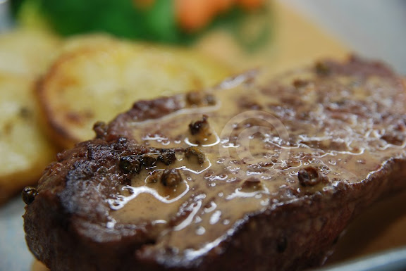 Pavés de Rumsteak au Poivre Vert (Sirloin Steaks with Green Peppercorns)