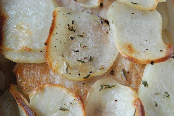 Ctes de Porc Flamande (Baked Pork Chops with Potatoes and Thyme)