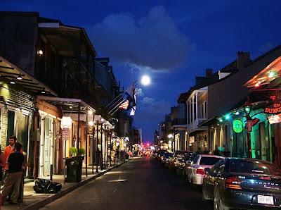 Bourbon Caddesi Üzerinde Dolunay