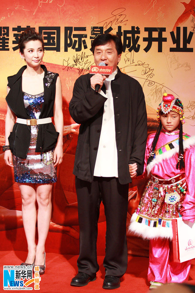 Jackie Chan Wife http://yellowcranestower.blogspot.com/2010/06/karate-kid-beijing-premiere-part-2.html