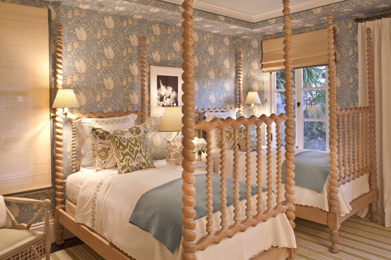 Katiedid elle decor showhouse 2010 guestroom by tucker for Elle decor beds