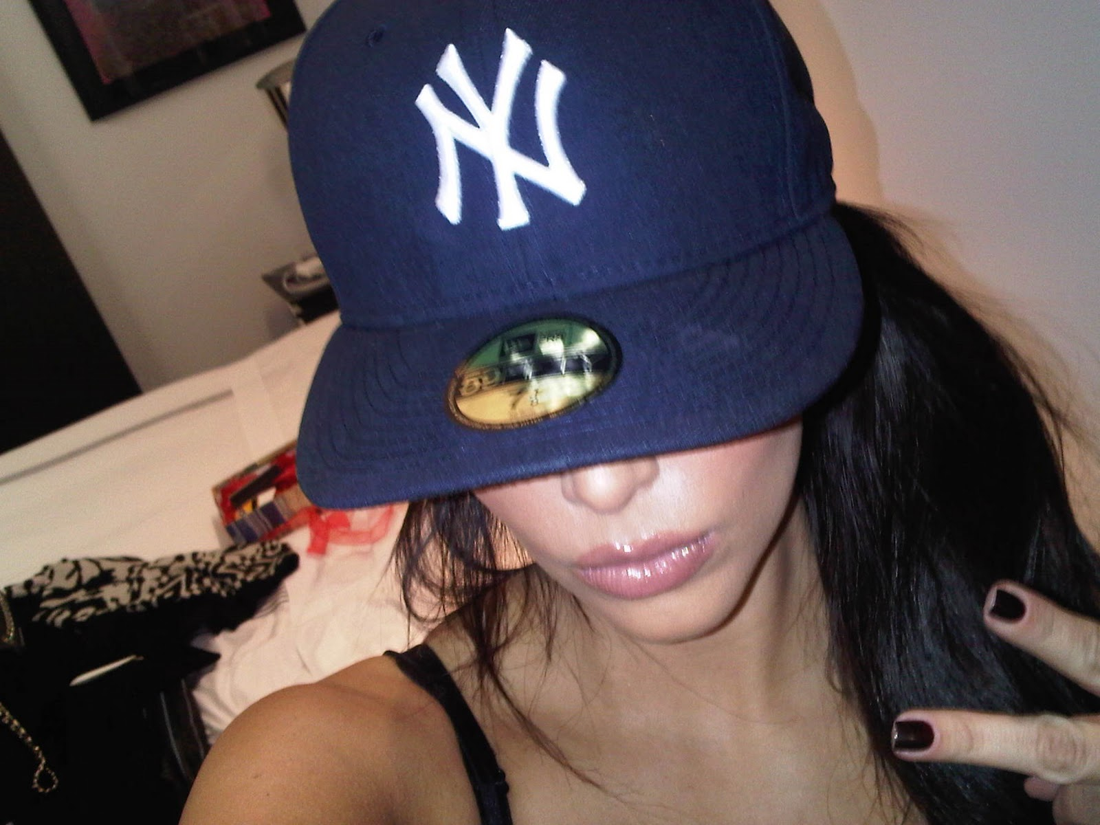 http://4.bp.blogspot.com/_6i4VPSyuwsM/TLBjPgPm3VI/AAAAAAAAA1E/UXOKa2El0-4/s1600/Kim+Kardashian+twitpic.jpg