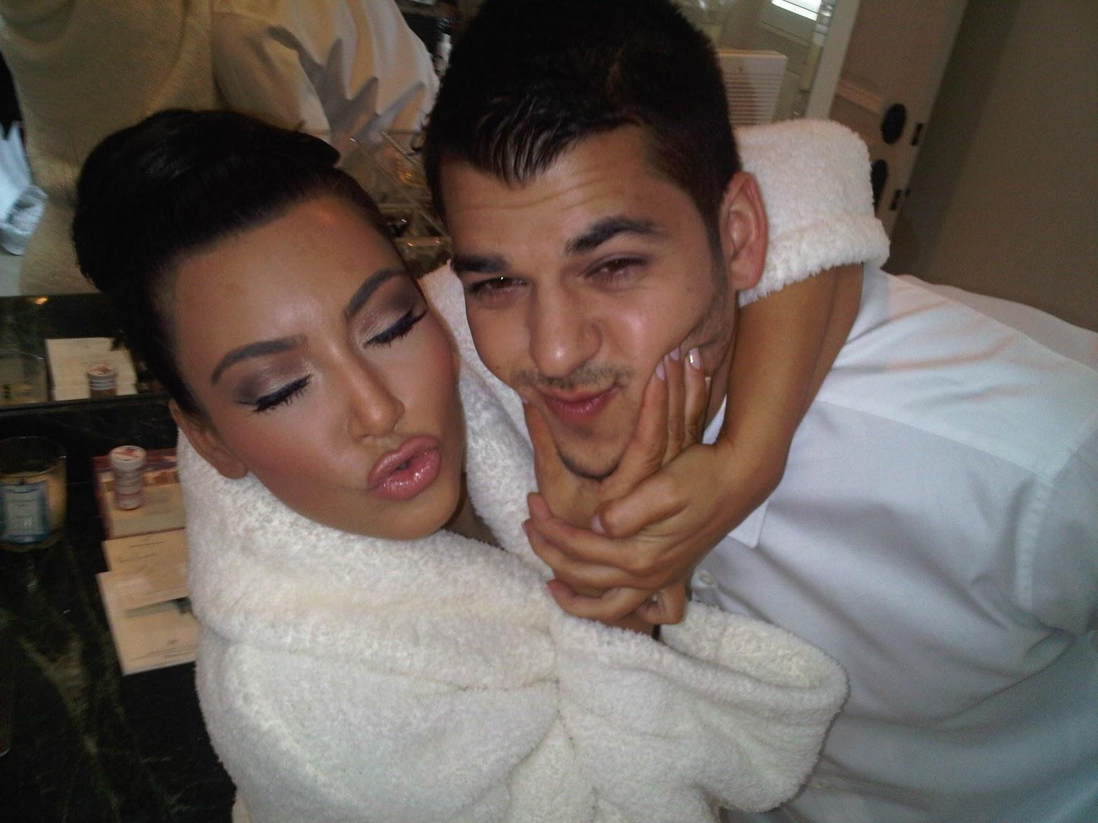 http://4.bp.blogspot.com/_6i4VPSyuwsM/TPD4p9YjoAI/AAAAAAAAA2A/l6UhiMPH3Oc/s1600/kim+kardashian+twitpic+1.jpg