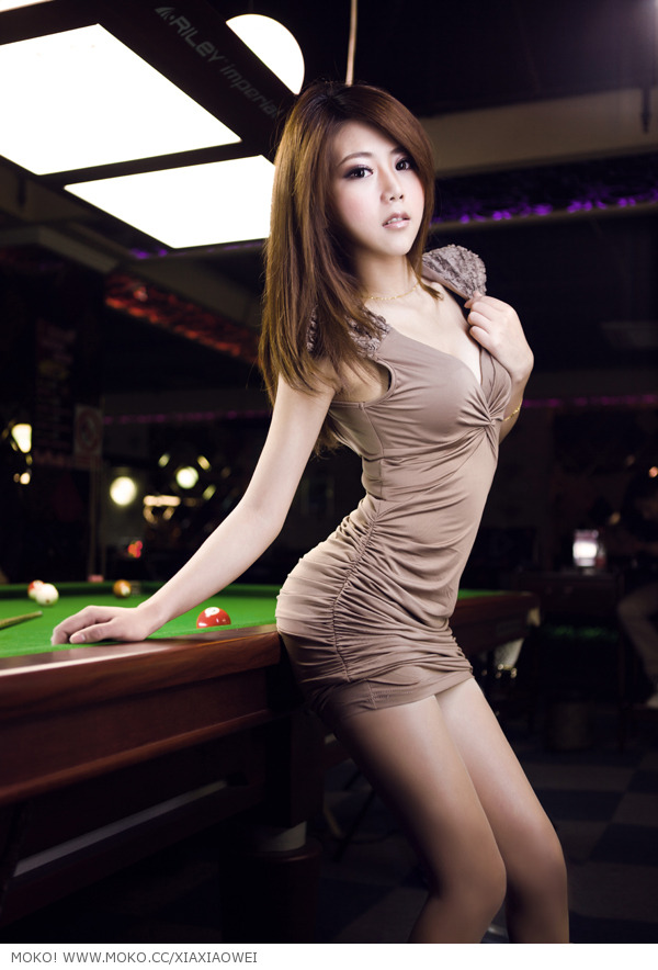 Playing Pool with Xia Xiao Wei