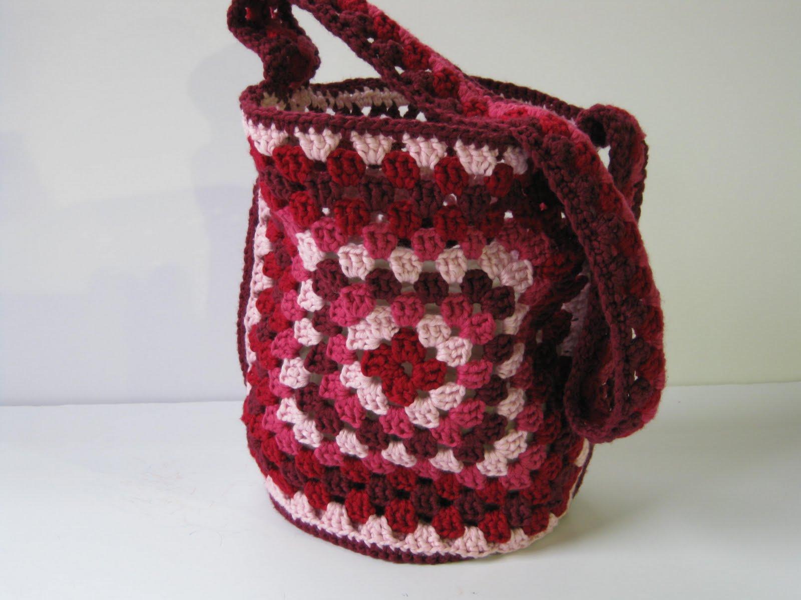 Free Granny Square Bag Pattern : Granny Square Bag Free Pattern http://oceanofstitches.blogspot.com ...