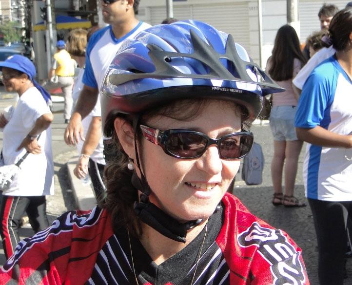 Silvia Varanelli, primeira vez andando de bicicleta nas ruas de Campinas com a família