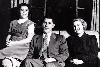 Ann, Stanley y Madelyn Dunham; madre y abuelos de Barack Obama