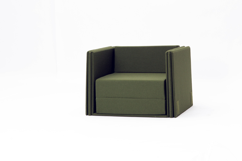 en el sofa: