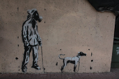 Street Art Blog - Walking dog Graffiti-Stencil