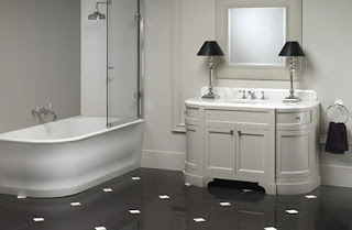 Consigli per la casa e l 39 arredamento idee e consigli per arredare un bagno classico - Lampadari bagno classico ...