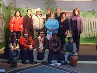 Grupo de Trabajo MSXX de Frutillar junto a Bárbara Gaez y su familia en la Biblioteca de Frutillar el 23 de Abril de 2010
