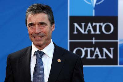 http://4.bp.blogspot.com/_6q5D1NBmuYk/Snb_tBn3lyI/AAAAAAAAAm8/IVq4_a1TuSw/s320/Anders+Fogh+Rasmussen+-+Secret%C3%A1rio-Geral+NATO+2009.jpg