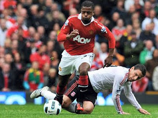 Evra man utd, New contract Manchester United
