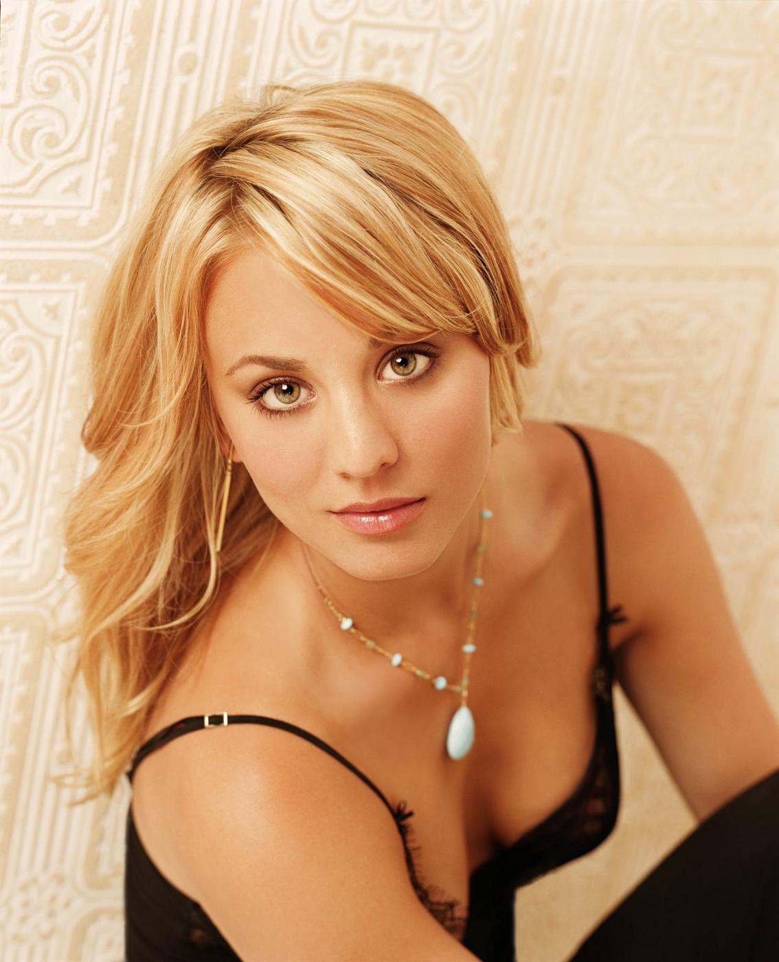 Kaley Cuoco Sexy Picture